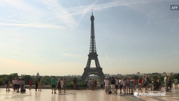 Paris warms up as heatwave settles in