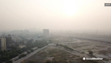 City draped in smog as pollution levels skyrocket