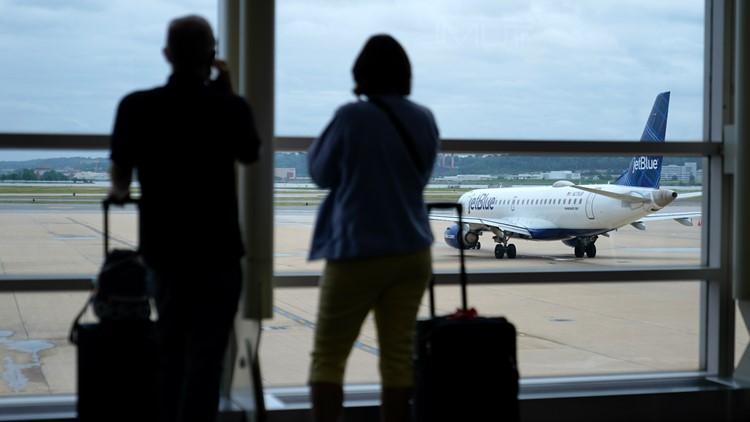 Key lawmaker quizzes airlines on delays, worker shortages
