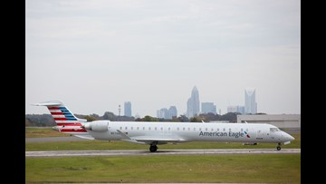 American Airlines cancels 400 Monday flights