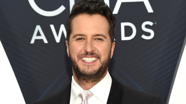 American Idol judge Luke Bryan to host CMA Awards