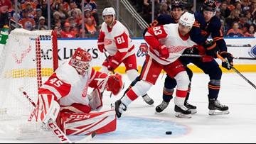 Oilers beat Red Wings 2-1 to regain NHL lead