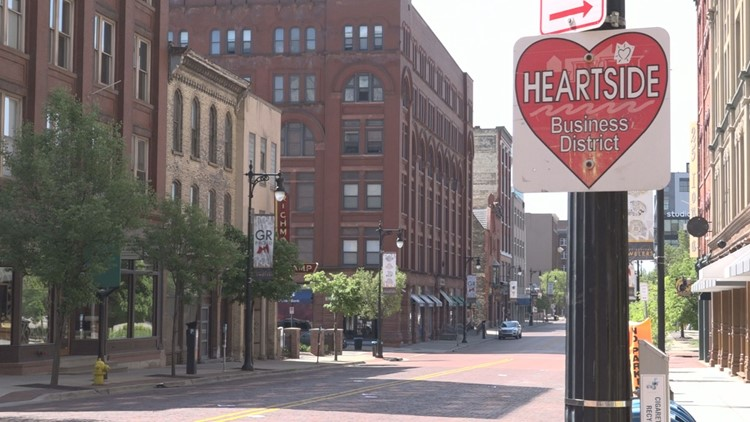 Lawmakers and local bars hope to make social drinking zones in Michigan downtowns
