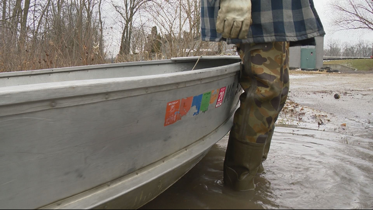 Neighbors on Abrigador Trail break out boats amid flood