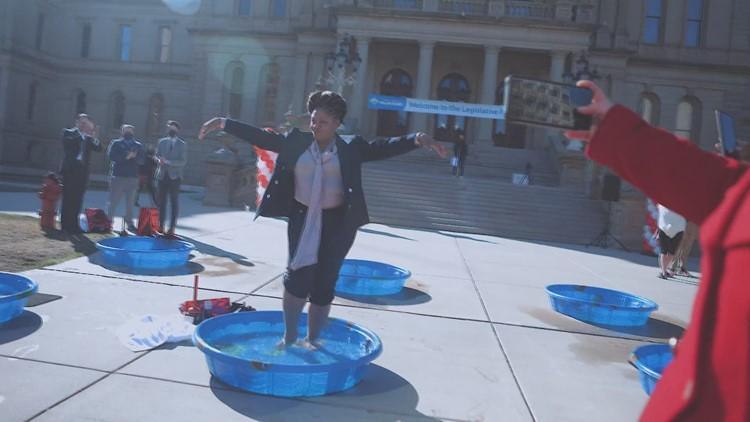 Over 40 Michigan legislators brave cold to raise money for Special Olympics Michigan