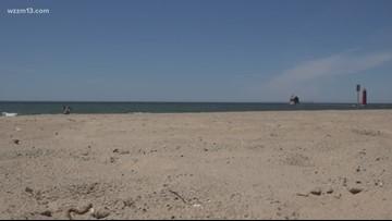 Lake Michigan nears record -breaking levels