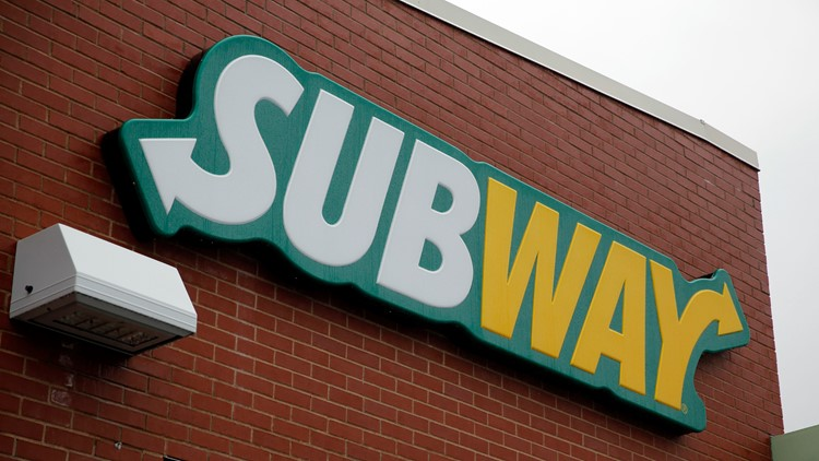 Man makes own sandwich, helps customers before swiping $20