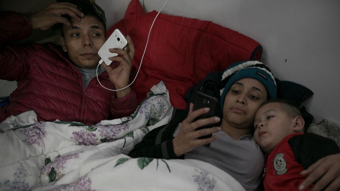 How does a Central American migrant caravan form?