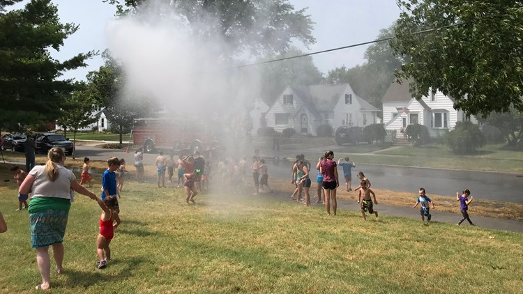 Holland firefighters sprays kids to keep them cool