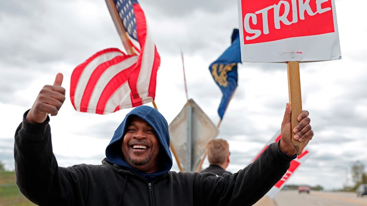 Workers at large GM plant in Michigan approve contract