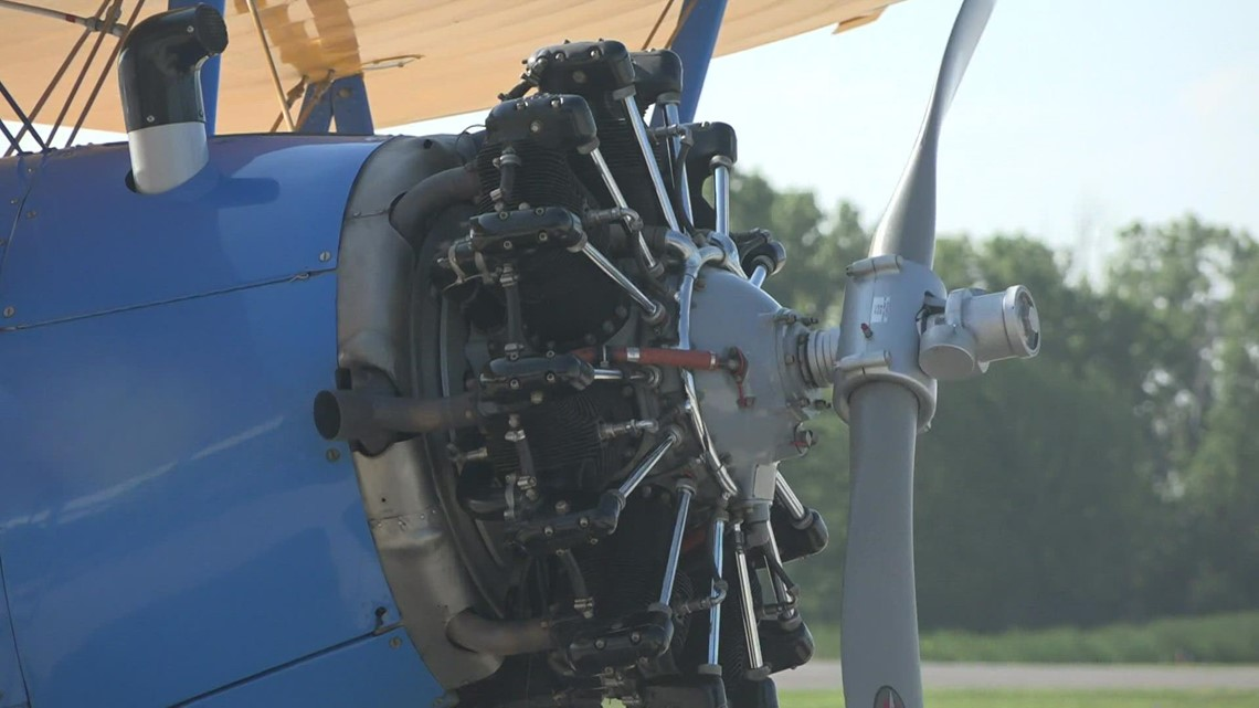 'It brought tears to my eyes': Local WWII veterans ride in vintage plane to honor their service
