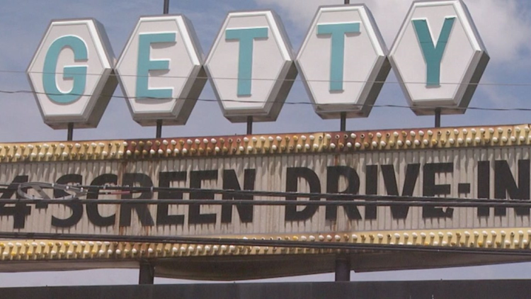Muskegon S Drive In Movie Theater Extends Season Through October Wzzm13 Com