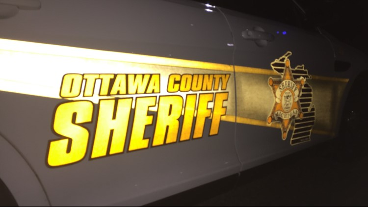 2 injured after driver fails to stop at red light in Ottawa County
