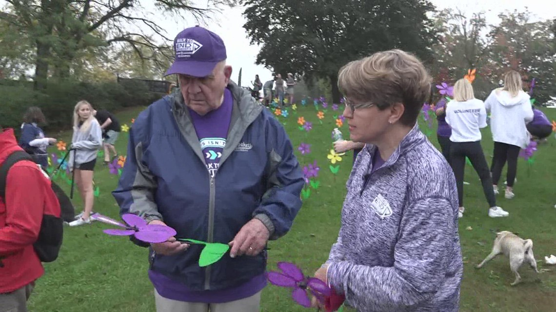 'We drove 10 hours': Hundreds gather for Grand Rapids Walk to End Alzheimer's