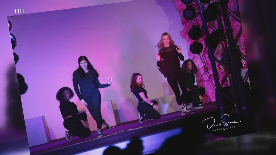 Rock'N The Runway GR to rock out for breast cancer