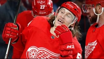 Red Wings hold off Blues in 4-3 win
