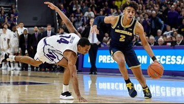 Michigan basketball survives Northwestern's upset bid, 62-60