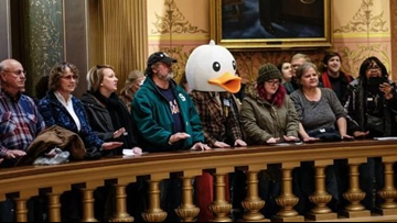 Bills flying in lame-duck frenzy could be unconstitutional, legal experts say