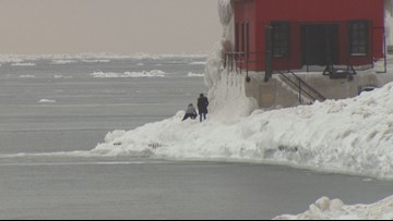 Police urge beach visitors to stay off dangerous shelf ice