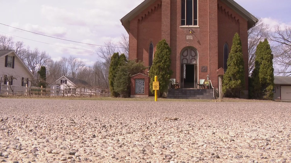 Michigan woman finds historic pulpit in antique store