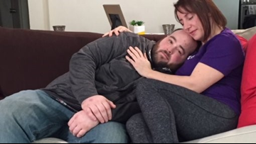 Paying for cuddles: Why 'cuddle therapy' is a growing trend