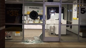 Sprint store on 28th Street broken into, multiple suspects may be involved