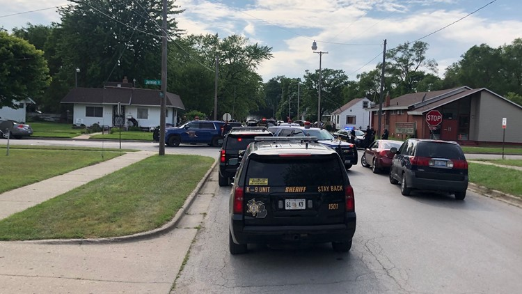 Muskegon Heights police officer shot in the arm