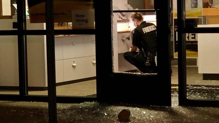 Authorities investigate Wyoming cell phone store break-in