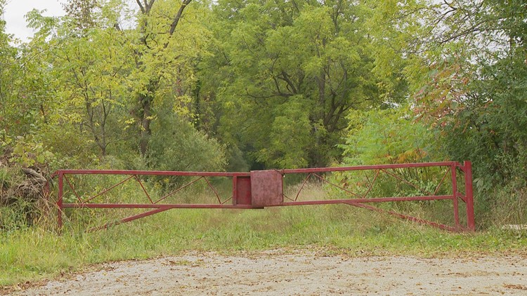 The infamous gate at Seven Gables Road.