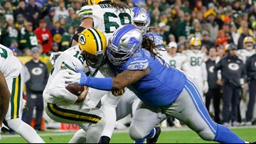 Packers get the calls, hit late field goal to beat Lions
