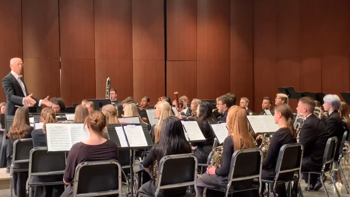 Reeths-Puffer band director conducts last concert before retiring