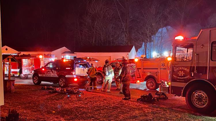 Overnight fire destroys mobile home in Rockford