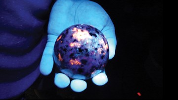 2 Michigan men clash over Upper Peninsula's glowing rocks