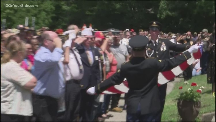Hundreds attend funeral for veteran with no known relatives
