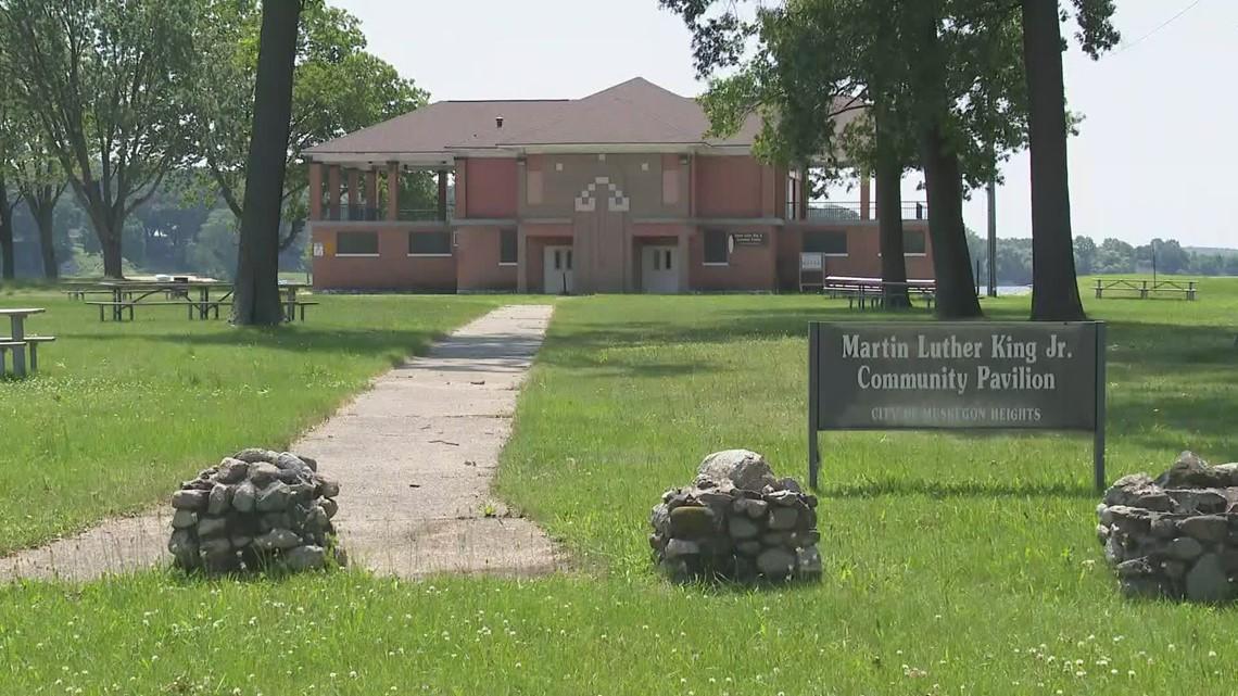 Restaurant, events center planned for closed park pavilion on Mona Lake