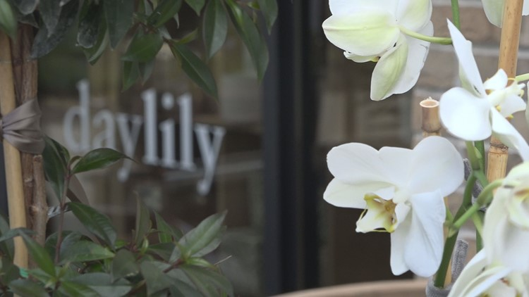 Flower shops busy ahead of Mother's Day, after weeks of shutdown