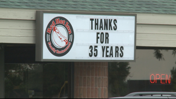 Customers crowd into Red Hot Inn for one last meal